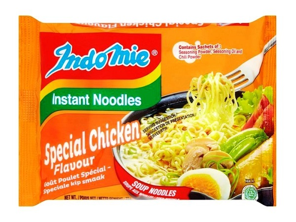 Indomie instant noodles gusto Pollo Special - 3 buste da 75g.